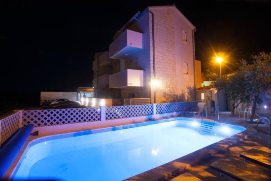 Bol Apartments Gospojica