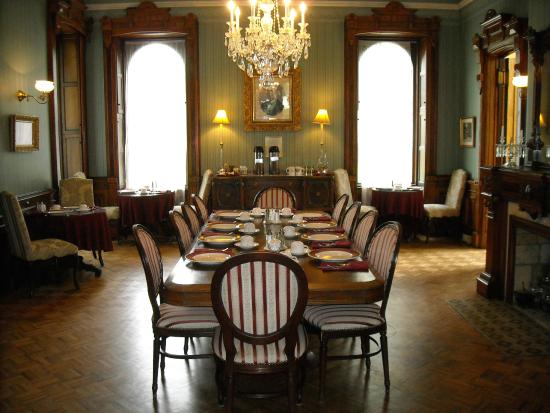 Batcheller Mansion Inn: Breakfast Room