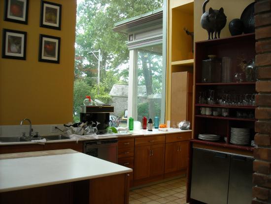 Batcheller Mansion Inn: Beautiful ultra-modern kitchen