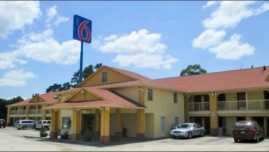 Motel 6 Livingston TX: Exterior