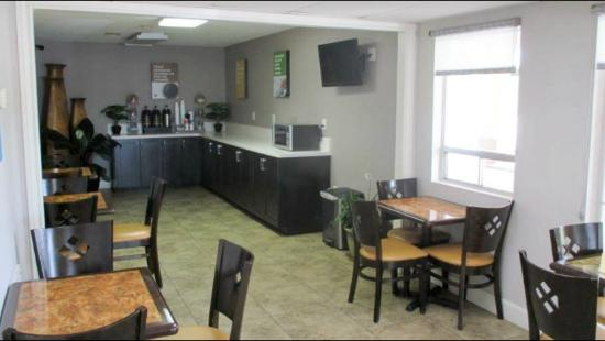 Motel 6 Livingston TX: Coffee Area