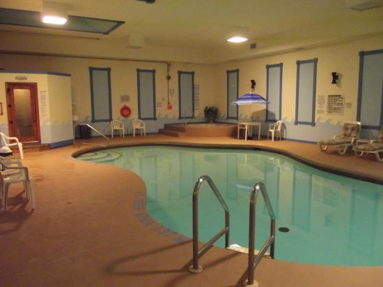 Colonial Resort & Spa: Indoor heated pool, steam room, sauna and hot tub.