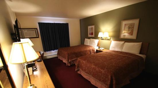 Americas Best Value Inn: Two Room Bedroom