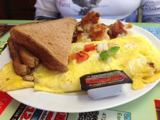 Dor-Stop Restaurant: veggie omelet with bacon and toast