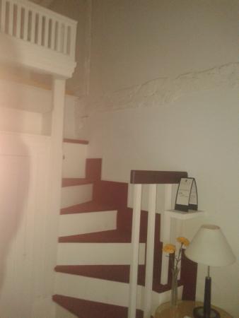Posada de Santa Maria la Real: Escaleras dúplex