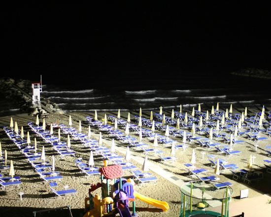 Hotel International: Notturno Spiaggia