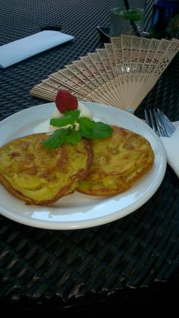 Umalas Hotel and Residence: Banana pancakes from the hotel menu are a must