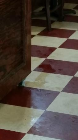 Dickey's Barbecue Pit: Spills not cleaned up