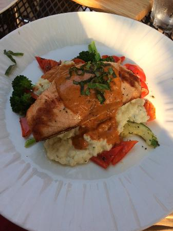 Givanni's: Salmon