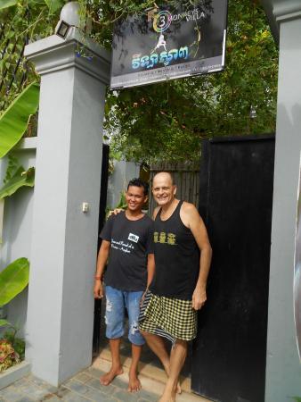 3 Monkeys Villa: Front gate Herve & Khen