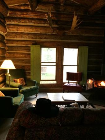 T Cross Ranch: Cabin living room