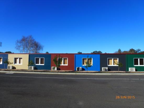 Manjimup Gateway Hotel: Coloured motel rooms