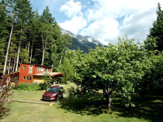 Hagensborg, Canada: tuuin en uitzicht op berg Nasatsum