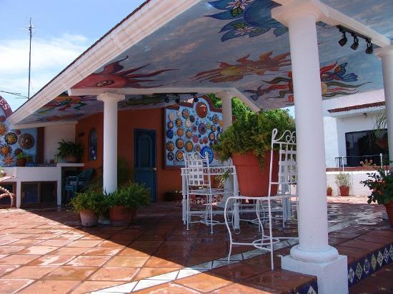 Casa de los Soles: Terraza encantadora en planta alta como area recreativa.