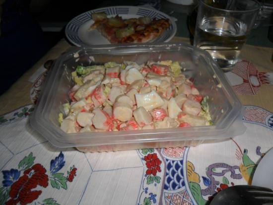 Restaurant Pizzería La Coleta: Ensaladilla de cangrejo de regalo!