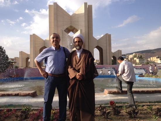 Poets Tomb (Maqbaratol Shoara): Molla ile sairler aniti