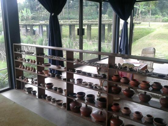 Tea Garden Resort Bandung : Pottery gallery