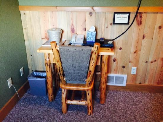 RiverStone Family Lodge : Park your Harley here!