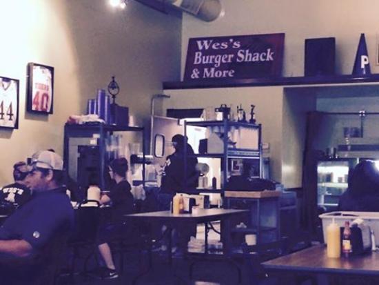 Wes' Burger Shack: old time burger place!