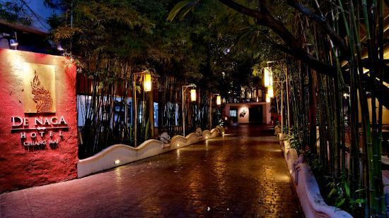 De Naga Hotel : Hotel Entrance