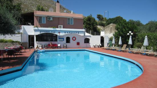 Karavos: Pool area