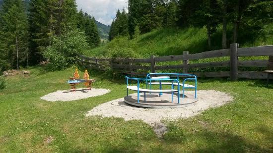Camping Colfosco: parco giochi 6