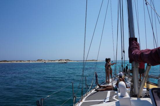 Oasis Sailing Cruises in Formentera : boat views