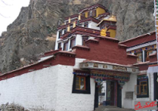 Yangwang Mountain Cliffside Images : 3