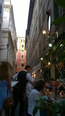 Pietro al Pantheon: Via dei Pastini