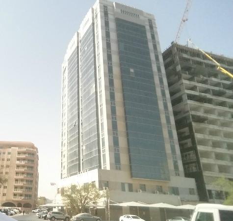 Retaj Residence Al Corniche: Hotel y alrededores