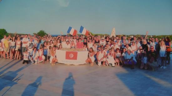 TUI Family Life Janna e sole: photo de groupe en mémoire des évènements survenus en Tunisie