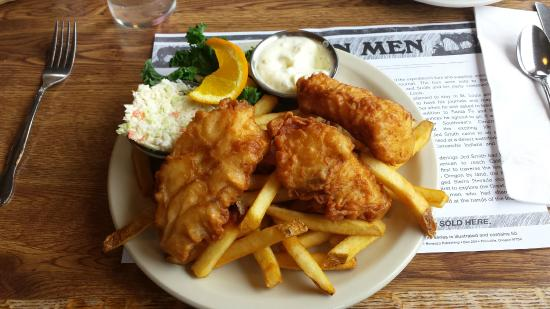 LeRoys Blue Whale : halibut fish and chips