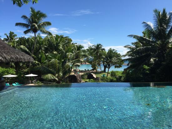 Anse Kerlan, Seychelles: Vista della piscina costruita su tre livelli, a cascata