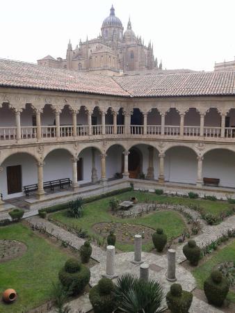 Claustro con catedral de fondo - Picture of Convento de ...