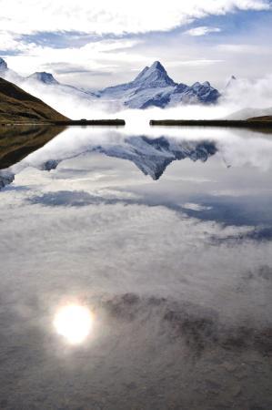 Bachalpsee: Sep,2009 曇りの中の一瞬の晴れ間