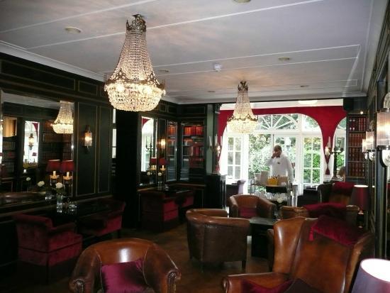 Apollofirst boutique hotel Amsterdam: salon bibliothèque