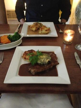Hadleys at Number One: Sirloin with red wine and chicken in mushroom sauce in the background
