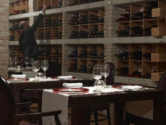 TUI SENSIMAR KALLISTON Resort & Spa by ATLANTICA : Wine Cellar Gourmet a la carte Restaurant