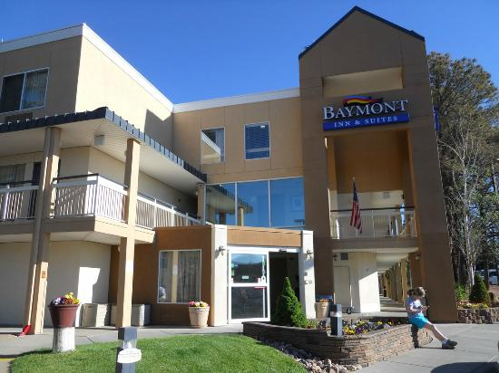 Outside view picture of baymont inn suites flagstaff for The baymont