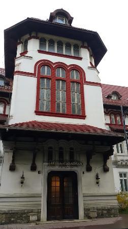 Hotel Caraiman: Фасад