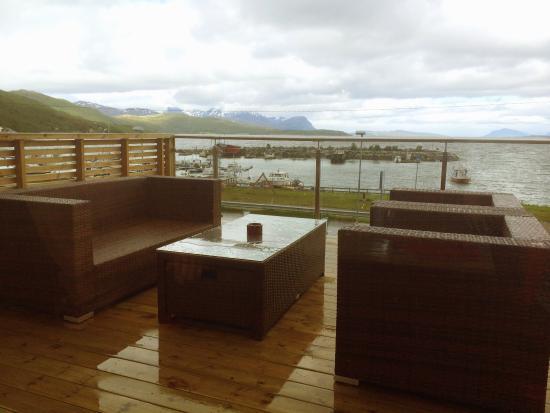Pa Taket Kafe: Innbydende sted med fantastisk utsikt og veldig god mat.