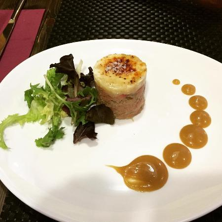 Photo of Mediterranean Restaurant esfera gastrobar at Carrer Del Lleó 7, Badalona 08911, Spain