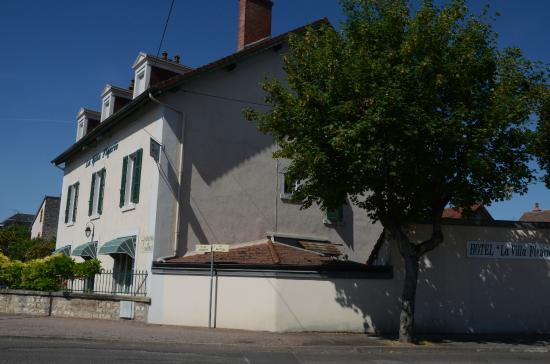 Villa Fleurie : Street view of hotel