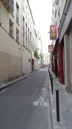 Hotel Des Boulevards : Street the hotel is on