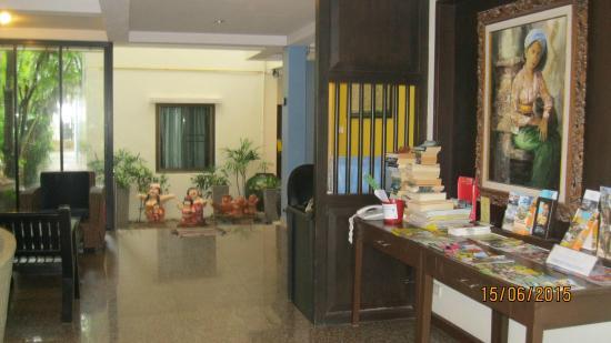Kamala Beachfront Apartment : Entry