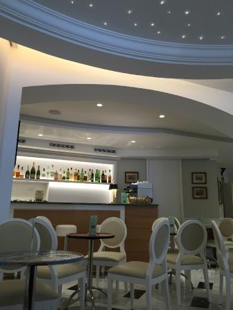 Hotel Central: Hall e bar