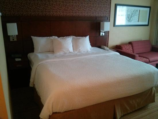 Courtyard by Marriott Boston Billerica / Bedford: Room- bed