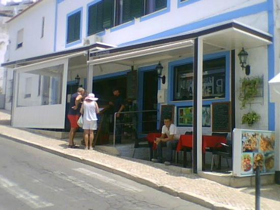Churrasqueira Gracinda Pragosa: small eating are outside