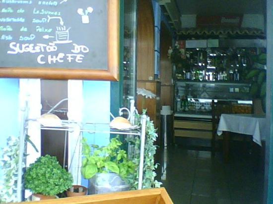 Churrasqueira Gracinda Pragosa: another small  eating area