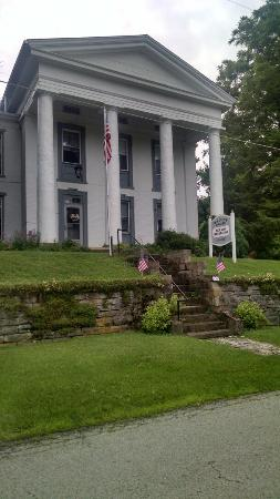 Georgetown, OH: Bailey House Bed and Breakfast